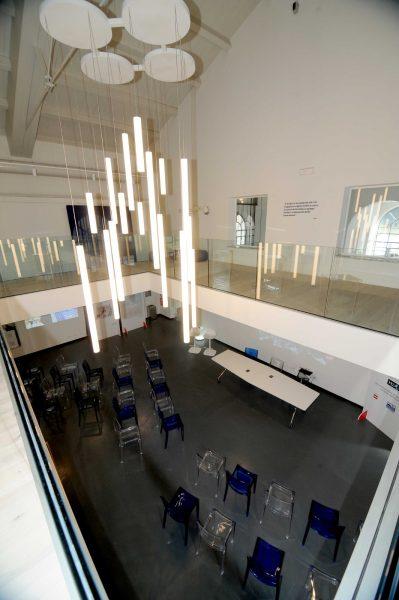 LAB. Vista dall'alto della sala